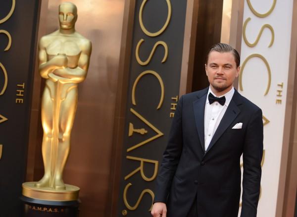 Театр намерен вручить Ди Каприо чугунного Оскара