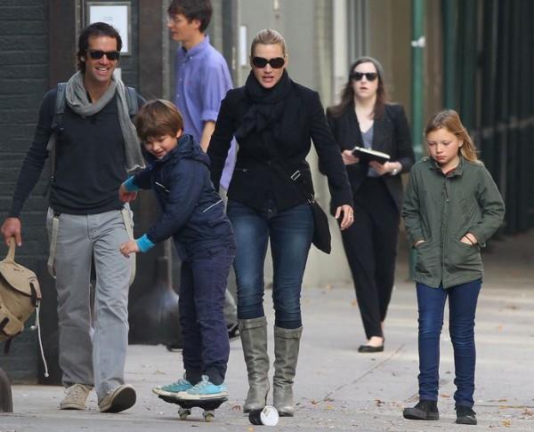 Кейт Уинслет с супругом и детьми