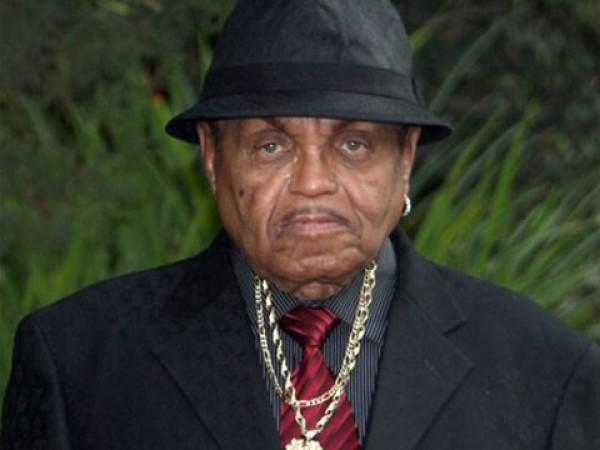 Отец Майкла Джексона попал в больницу