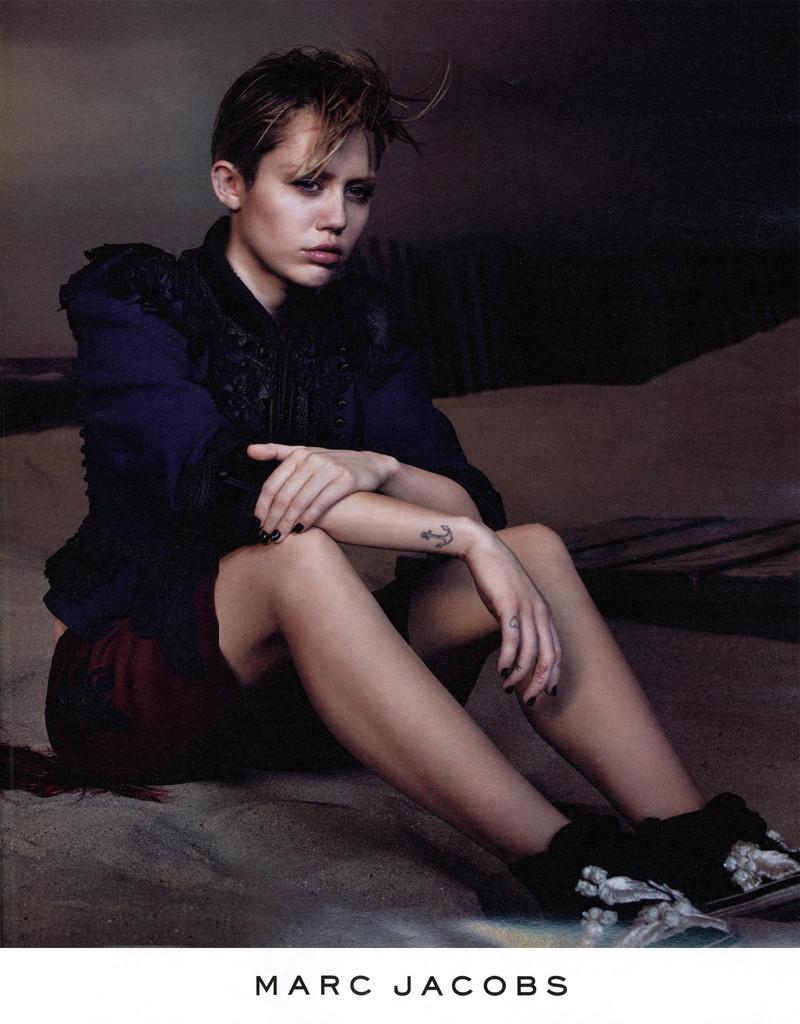 Майли Сайрус в рекламной кампании Marc Jacobs