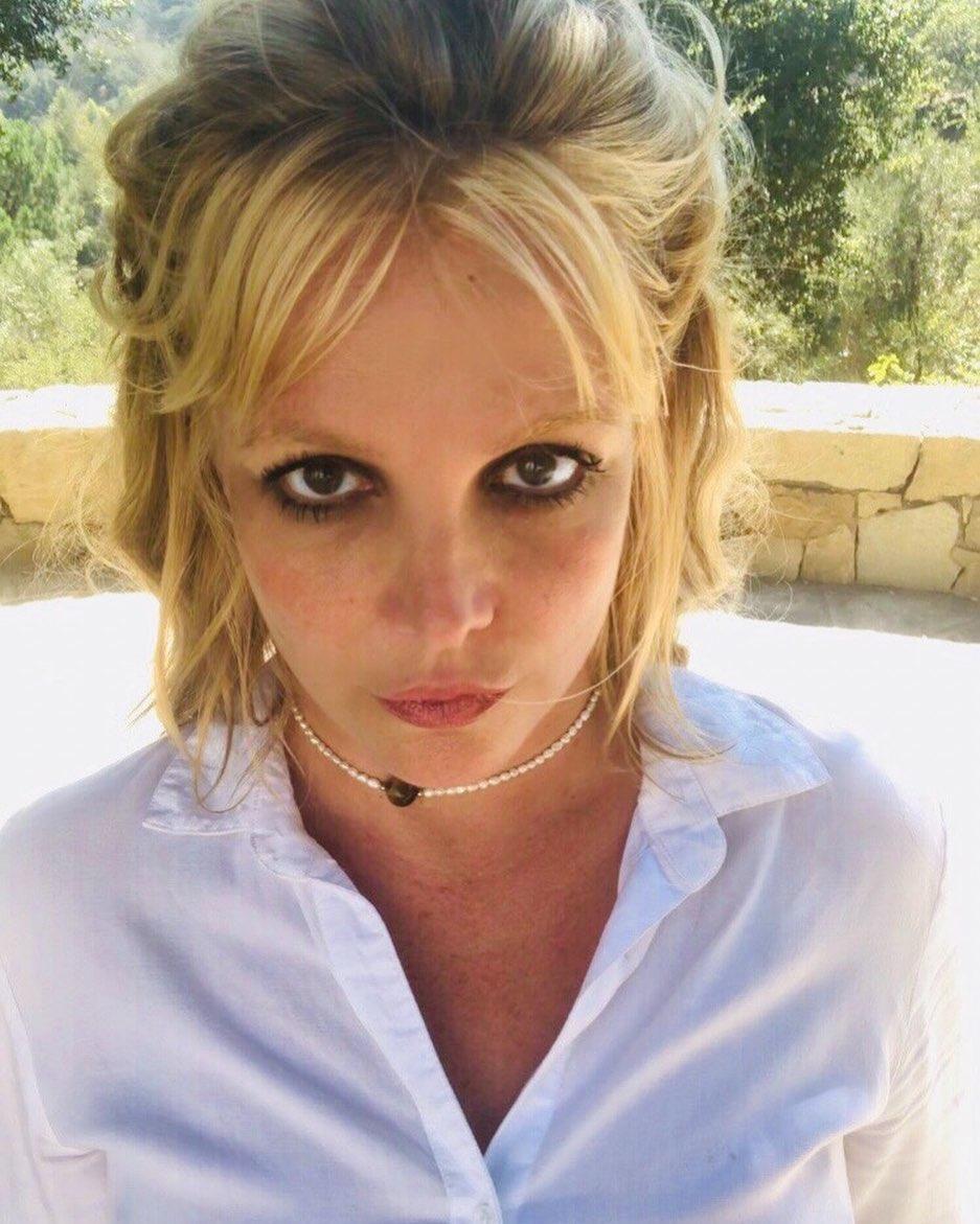39-летняя Бритни Спирс в экстремальном мини станцевала перед фанатами