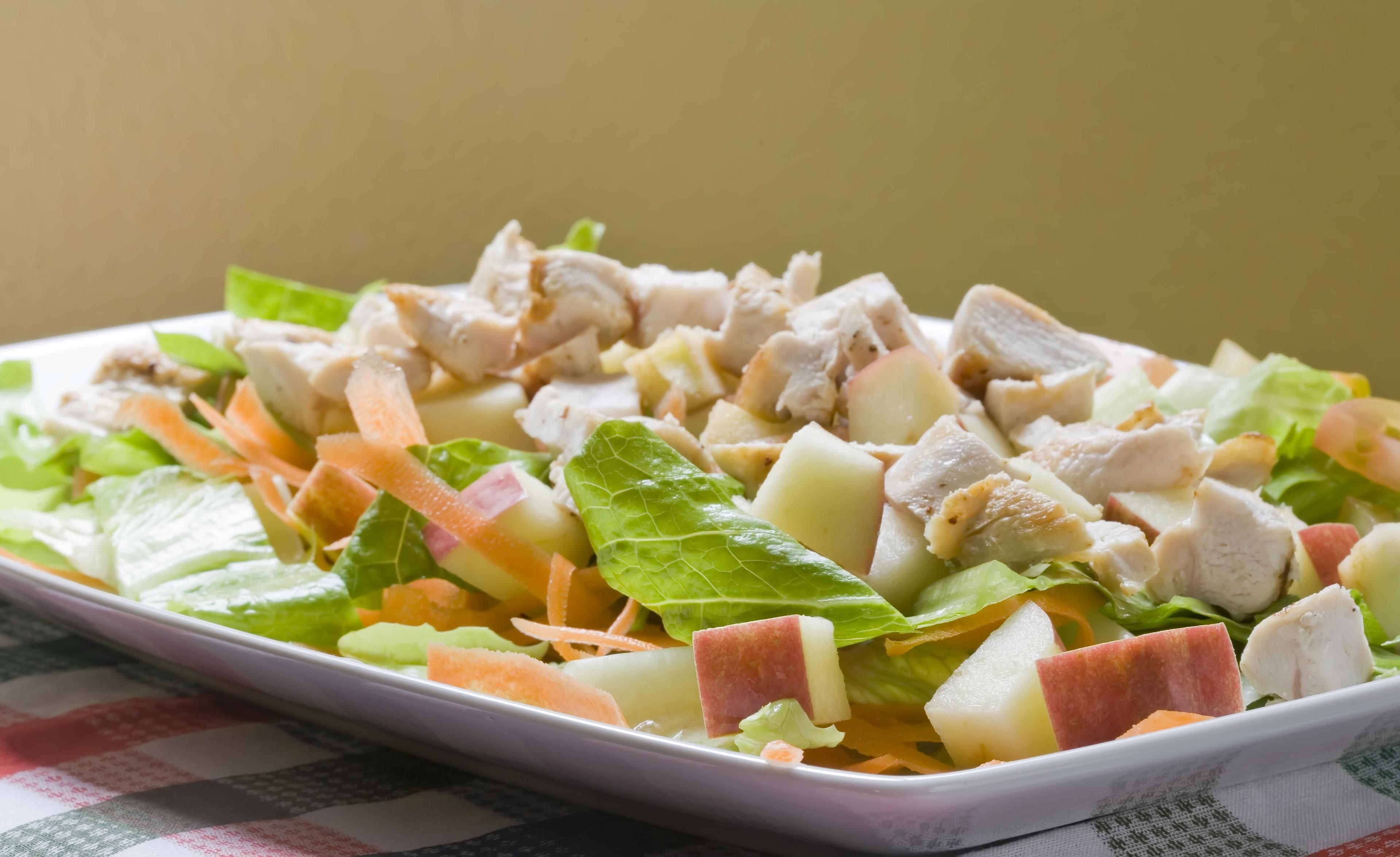 салат из курицы и яблок