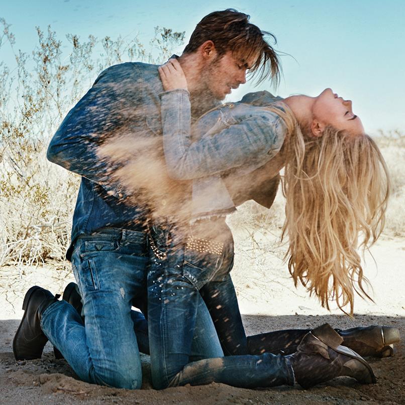 Бренд Guess уверен, что его джинсы - самые сексуальные