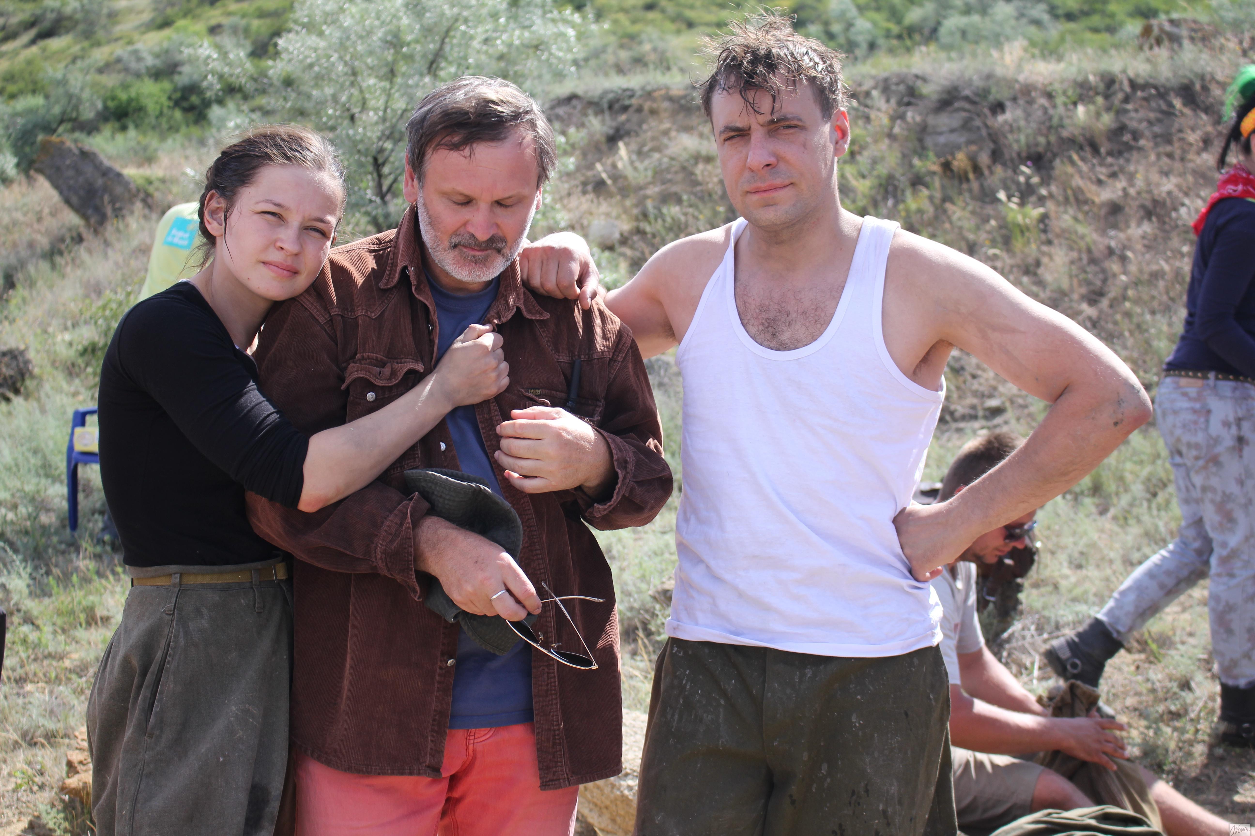 Евгений Цыганов (справа) и Юлия Пересильд во время съемок фильма Битва за Севастополь