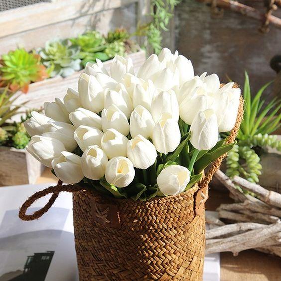 Поздравить с весной: Что чаще всего дарят на 8 марта в Украине