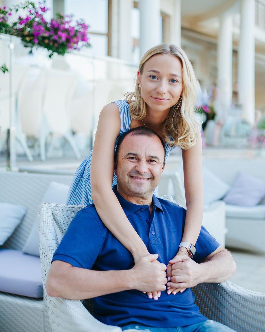 53-летний Виктор Павлик рассказал, хочет ли детей от своей юной возлюбленной