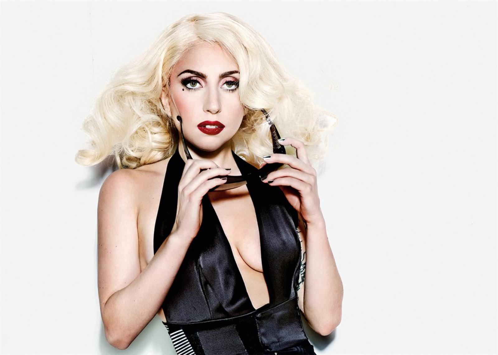 Lady Gaga не жалеет денег на своего бойфренда