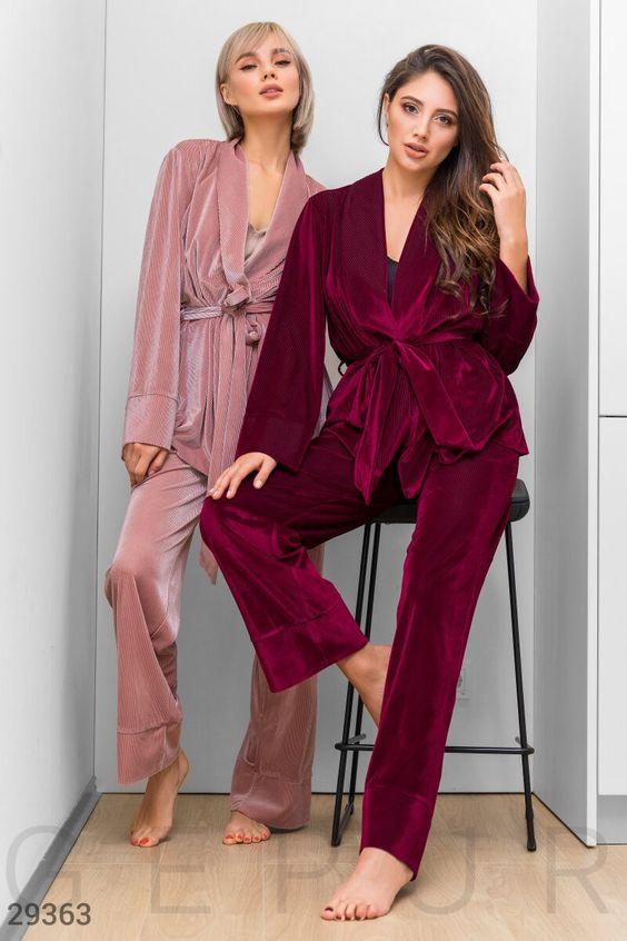 ТОП-7 образов одежды для сна - костюм с приталенным верхом