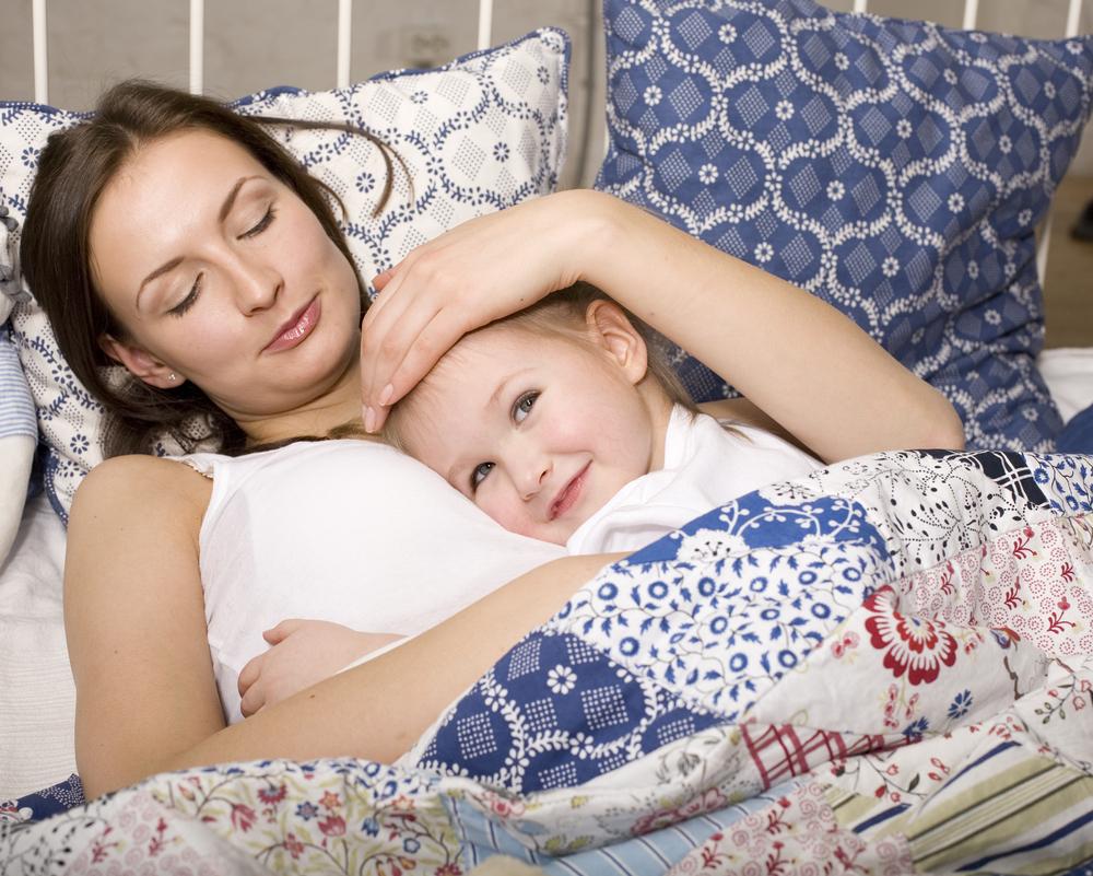 Трахает мать пока та спит русские, Сын трахнул спящую мать Cмотреть бесплатно порно 7 фотография