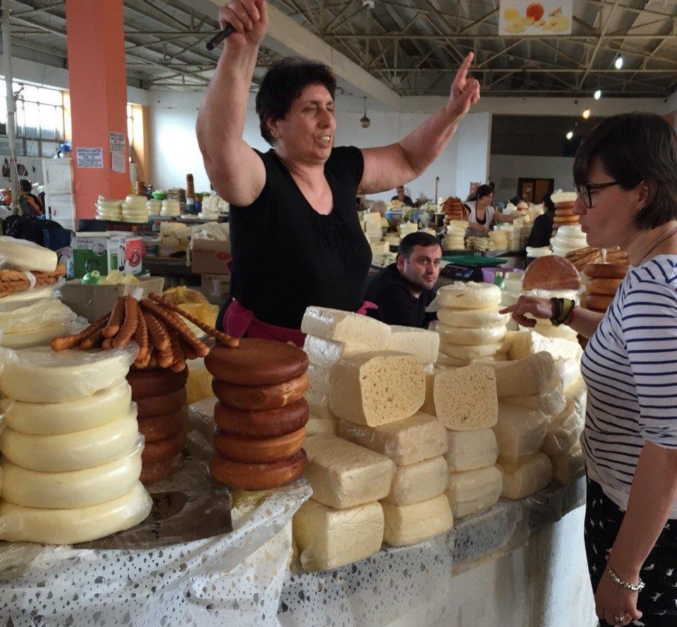 Анна Жижа на местном базаре