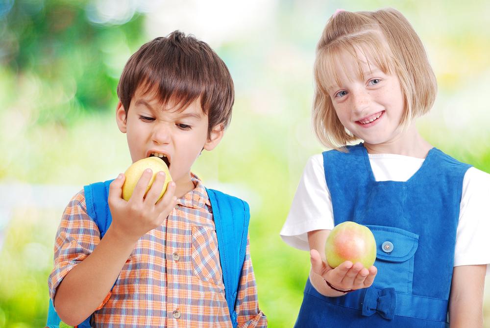 Чим годувати першокласника: поради дієтологів