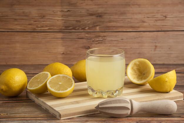 5 соков, которые помогают справиться с запорами