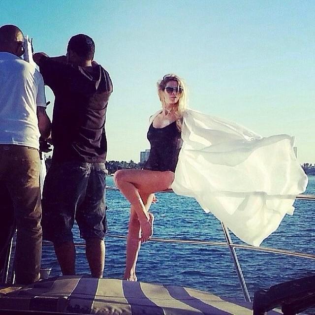 Певица Вера Брежнева показала фигуру в новом клипе