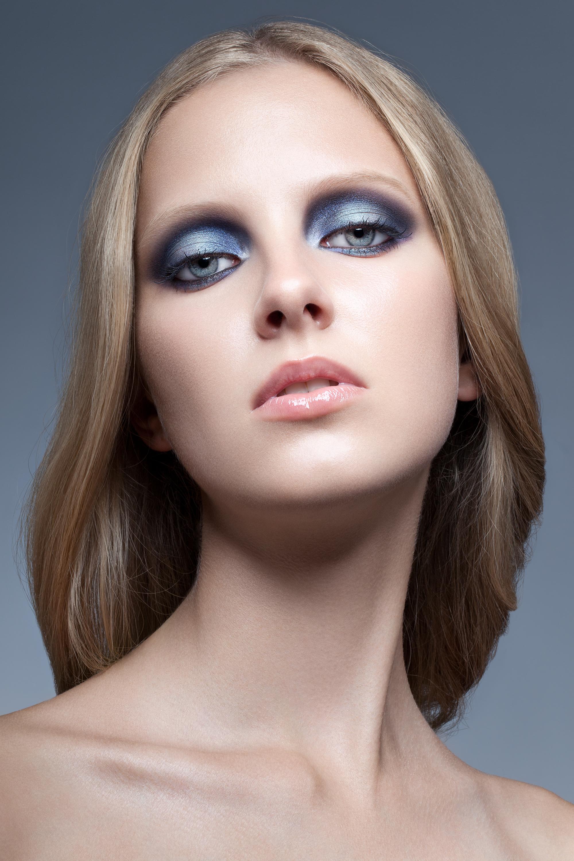 Ретро-макияж в синей гамме