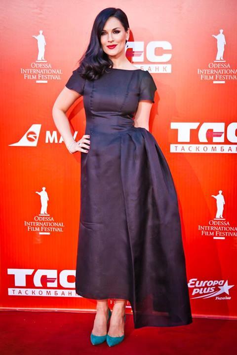 Телеведущая Маша Ефросинина в платье KAMENSKAYAKONONOVA