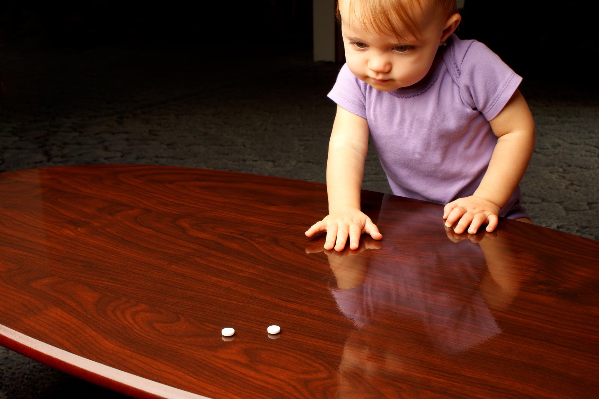 Как избежать отравления лекарствами у ребенка: советы Комаровского