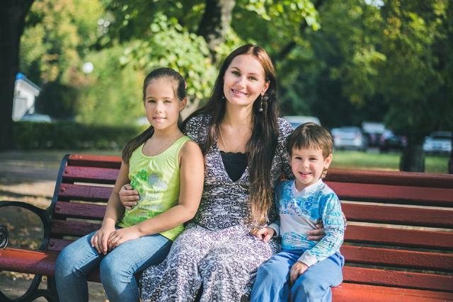 Леся воспитывает двух малышей – 9-летнюю дочь и трехлетнего сына