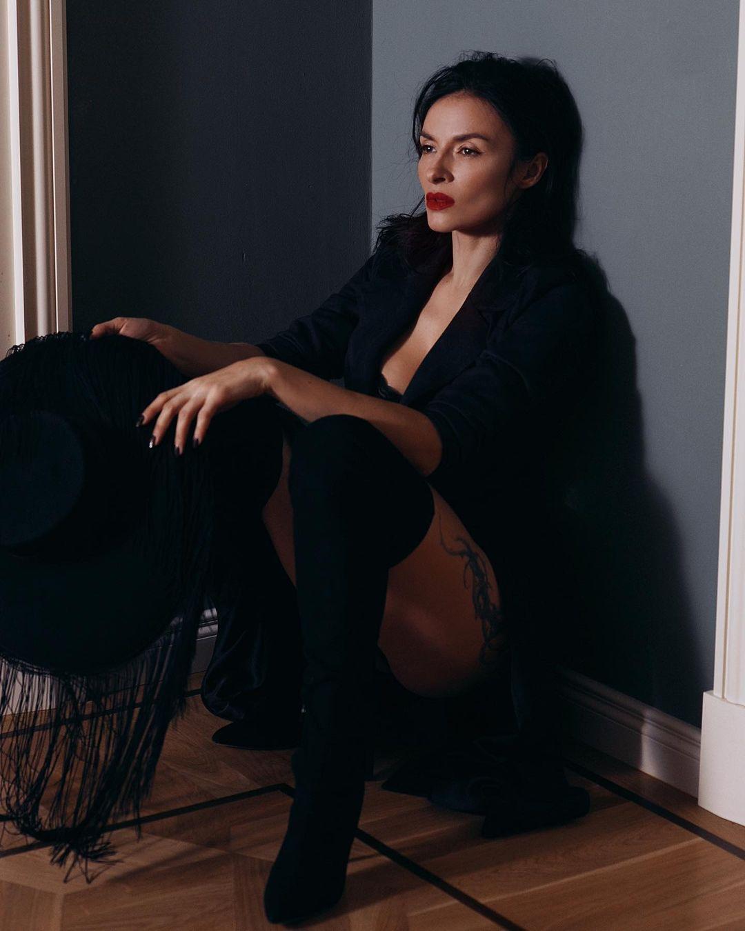 Надя Мейхер показала свои самые соблазнительные образы на фото
