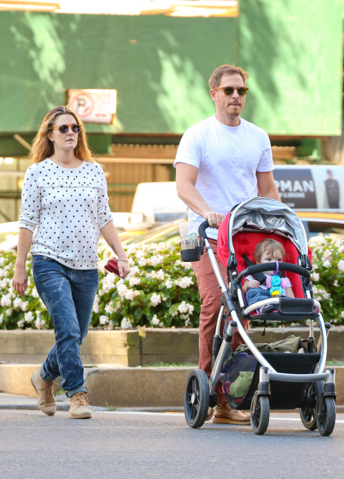 Дрю Бэрримор с мужем Уиллом Копелманом и дочерью Олив