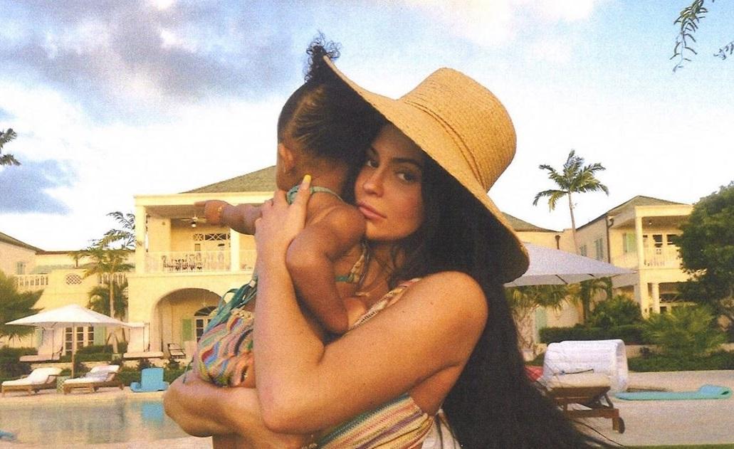 Богата и свободна?: Миллиардерша Кайли Дженнер рассталась с отцом своего ребенка - СМИ