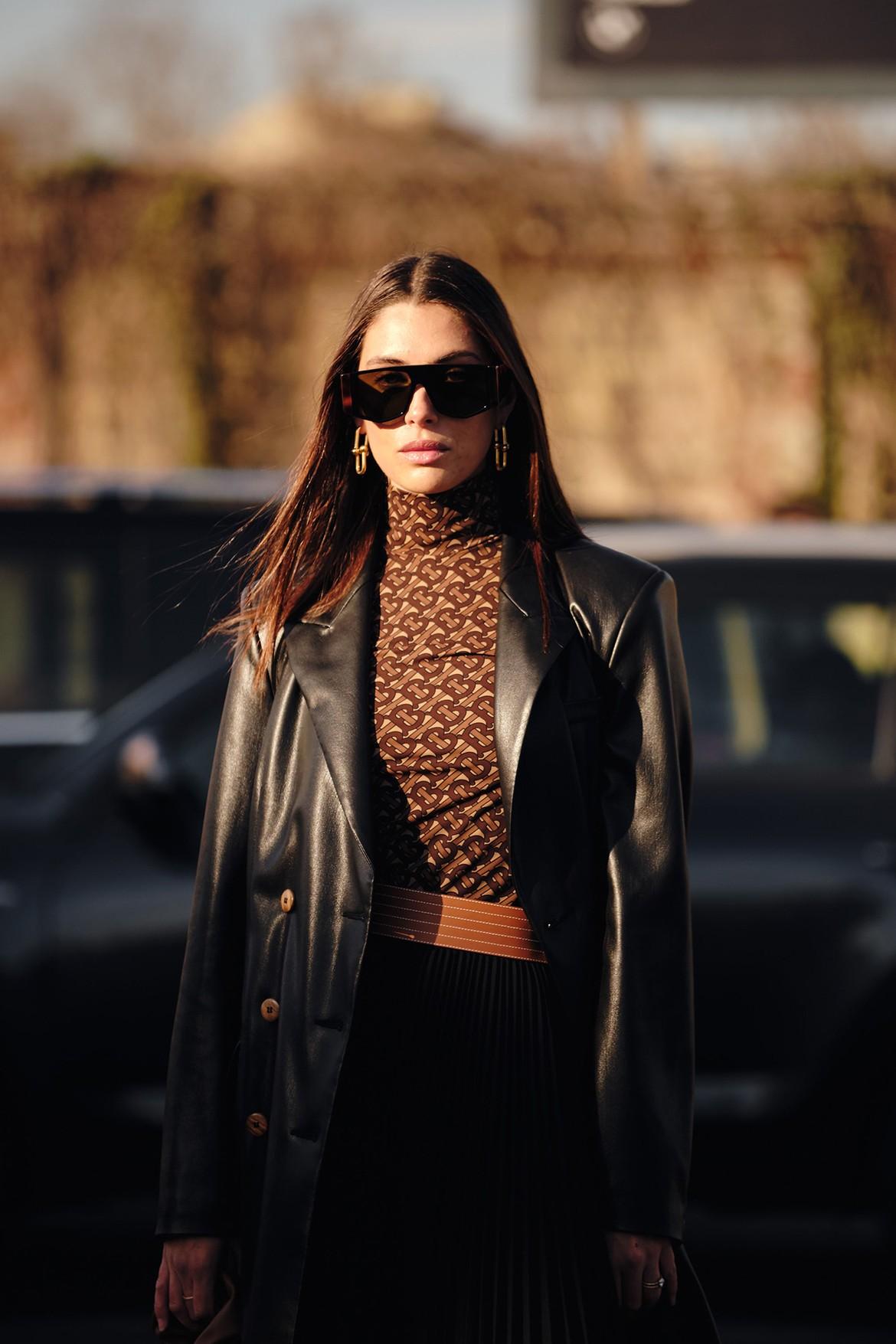 Как носить кожаную куртку весной 2020 актуально