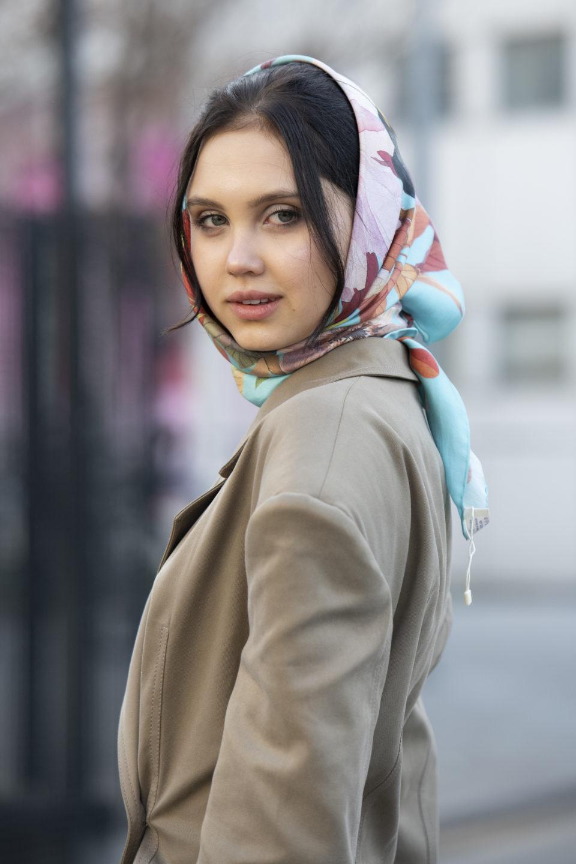 Как весной 2020 носить шелковый платок