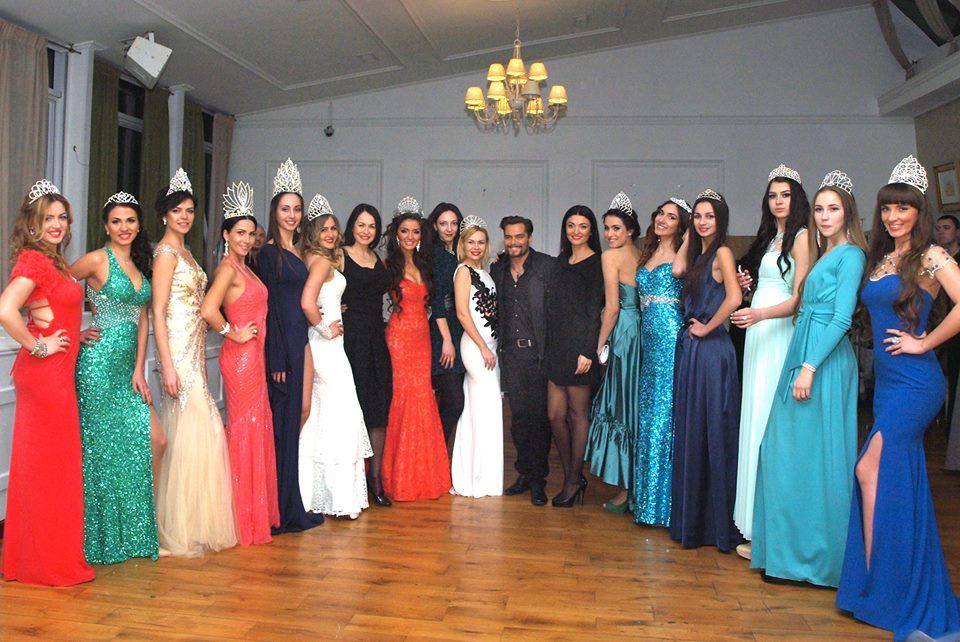 Марианна Межебовская со всеми конкурсантками