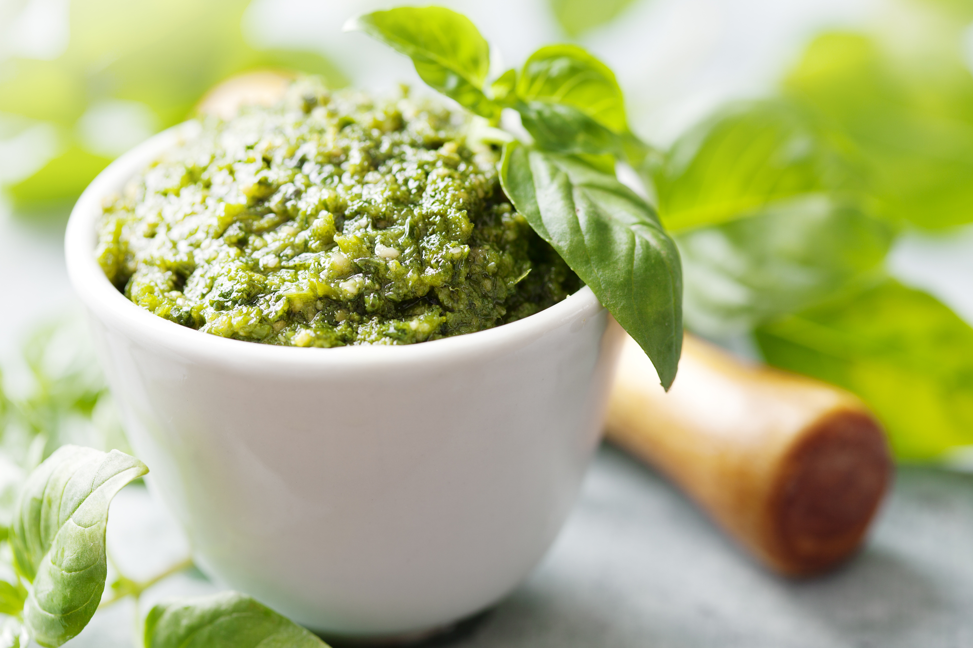 Классический итальянский рецепт: соус песто с базиликом