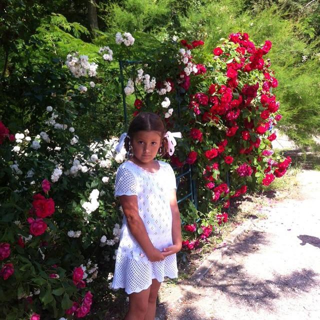 Полина отдыхает у бабушки в Крыму