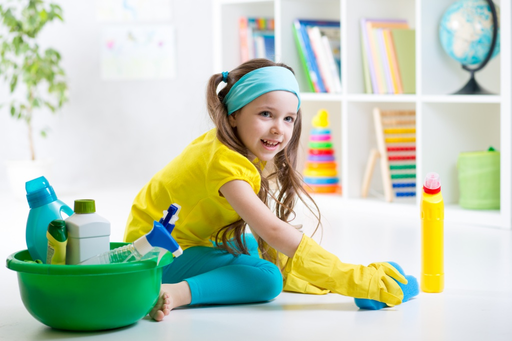 Очень эффективным методом завлечь малыша к наведению порядка в доме является конкурентная игра