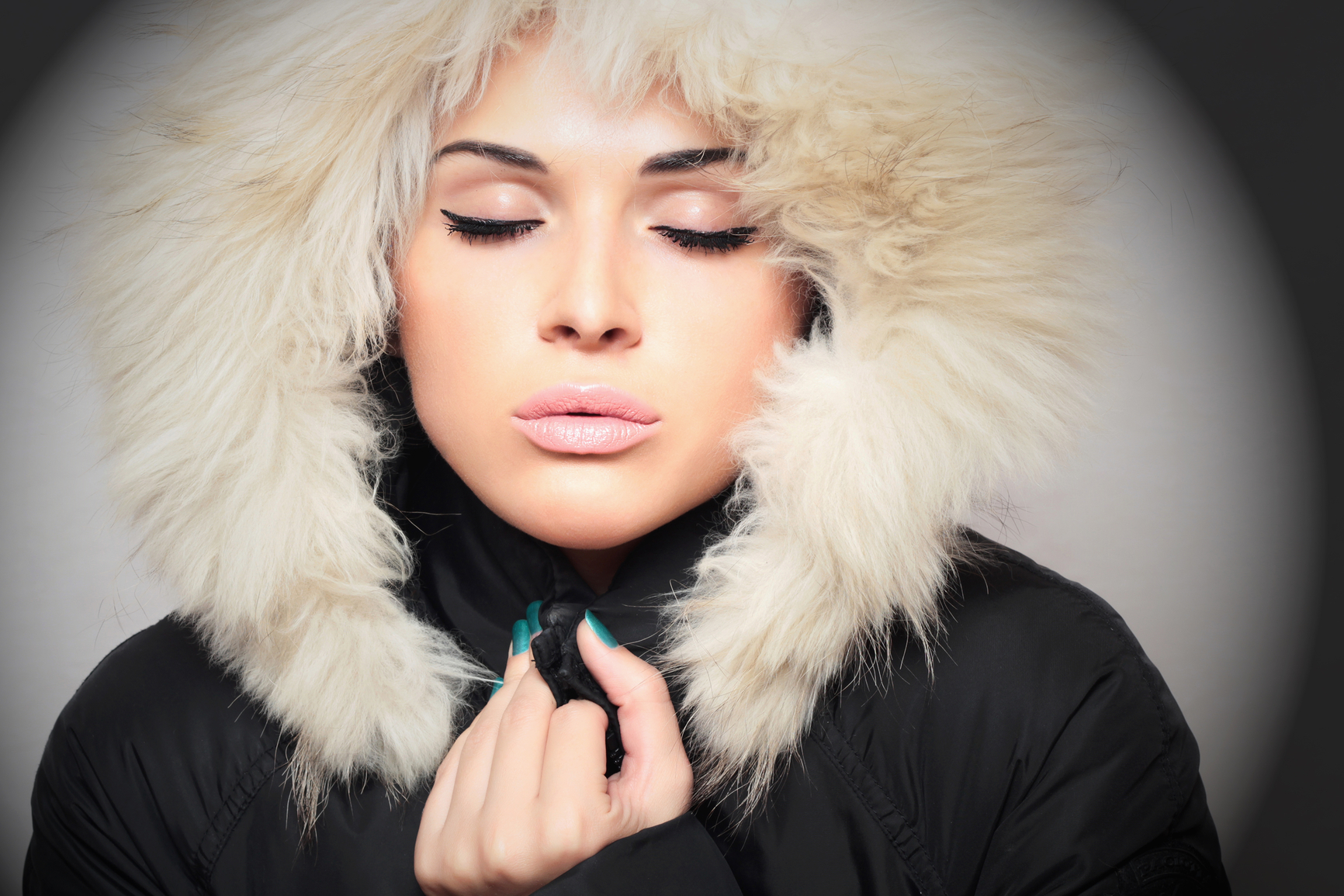 Трещины и сухая кожа на губах – признак того, что ты не пользуешься бальзамом