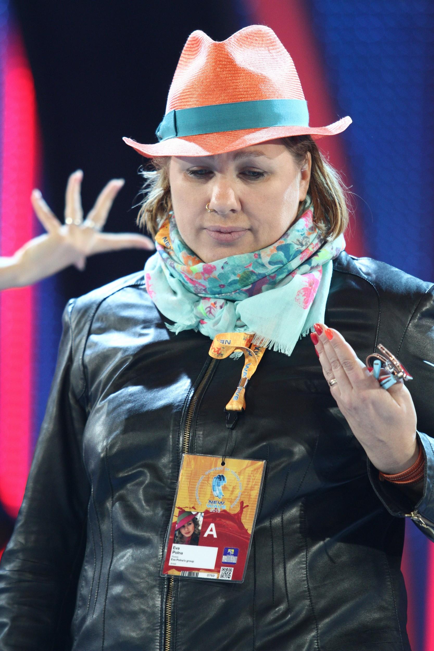 Певица Ева Польна дополнила образ сережкой в носу