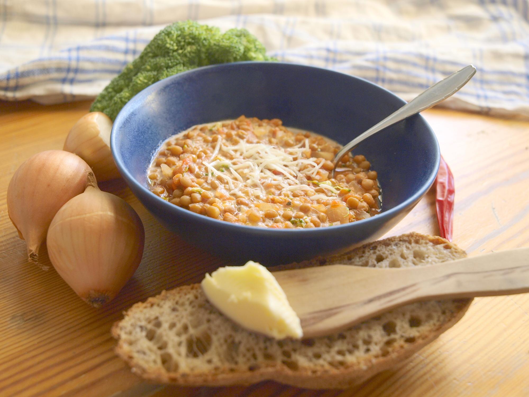 Диетическое меню: чечевичный суп с брокколи