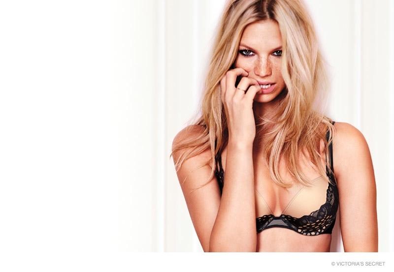 Victoria's Secret создали праздничную коллекцию белья