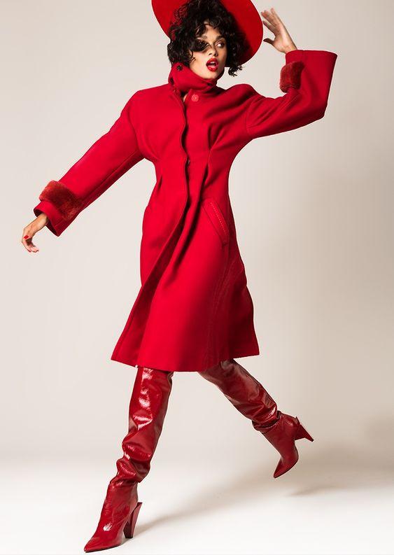 Woman in  total red: подборка стильных полноценных образов красного цвета для осени