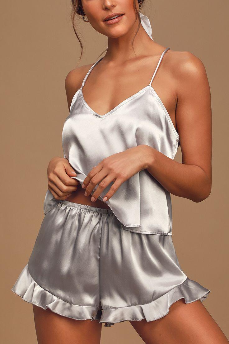 ТОП-7 образов одежды для сна - костюм с шортами из шёлка