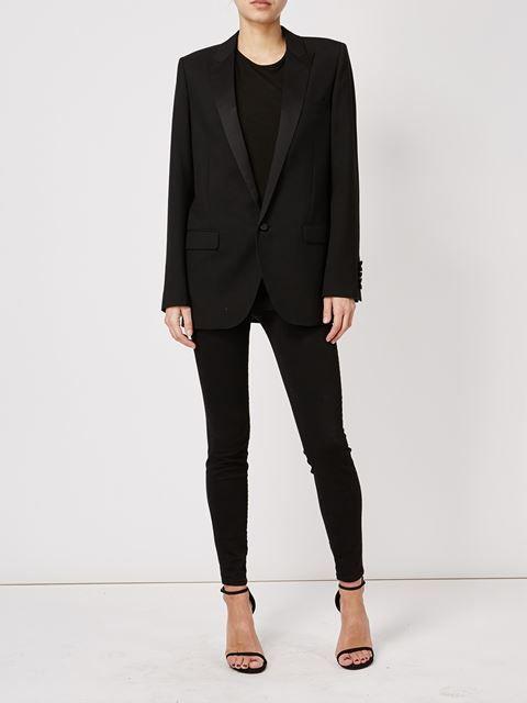 Трендовая модель - классический пиджак