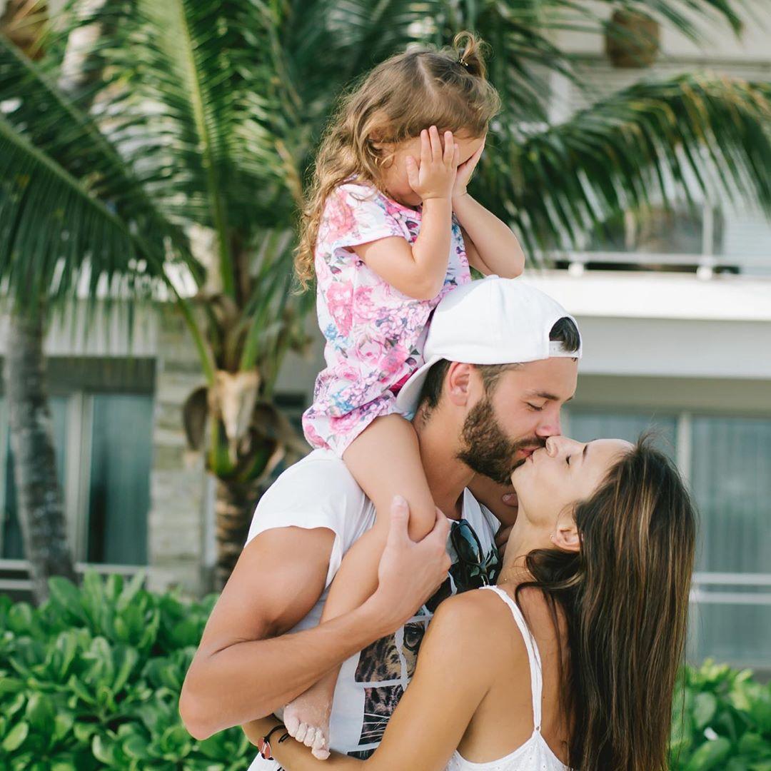 Илона Гвоздева с мужем и дочкой