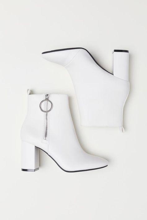 Лучше, чем у Золушки: самая красивая обувь для встречи Нового года