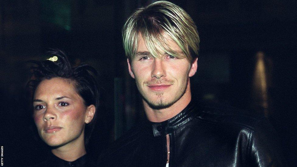 Дизайнер Виктория Бекхэм и Дэвид Бекхэм начали встречаться в 1997 году