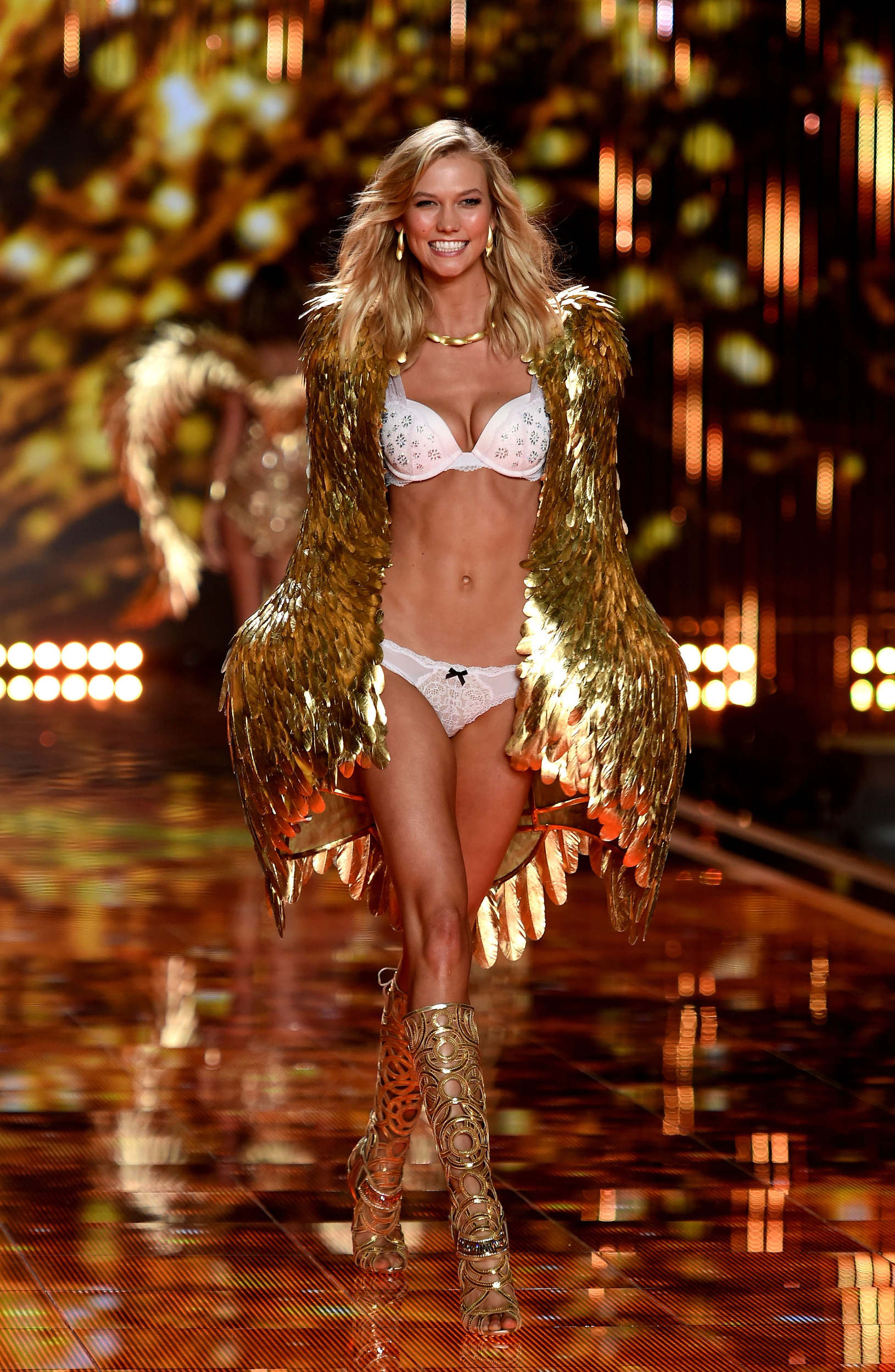 Модель Карли Клосс ушла из Victoria's Secret