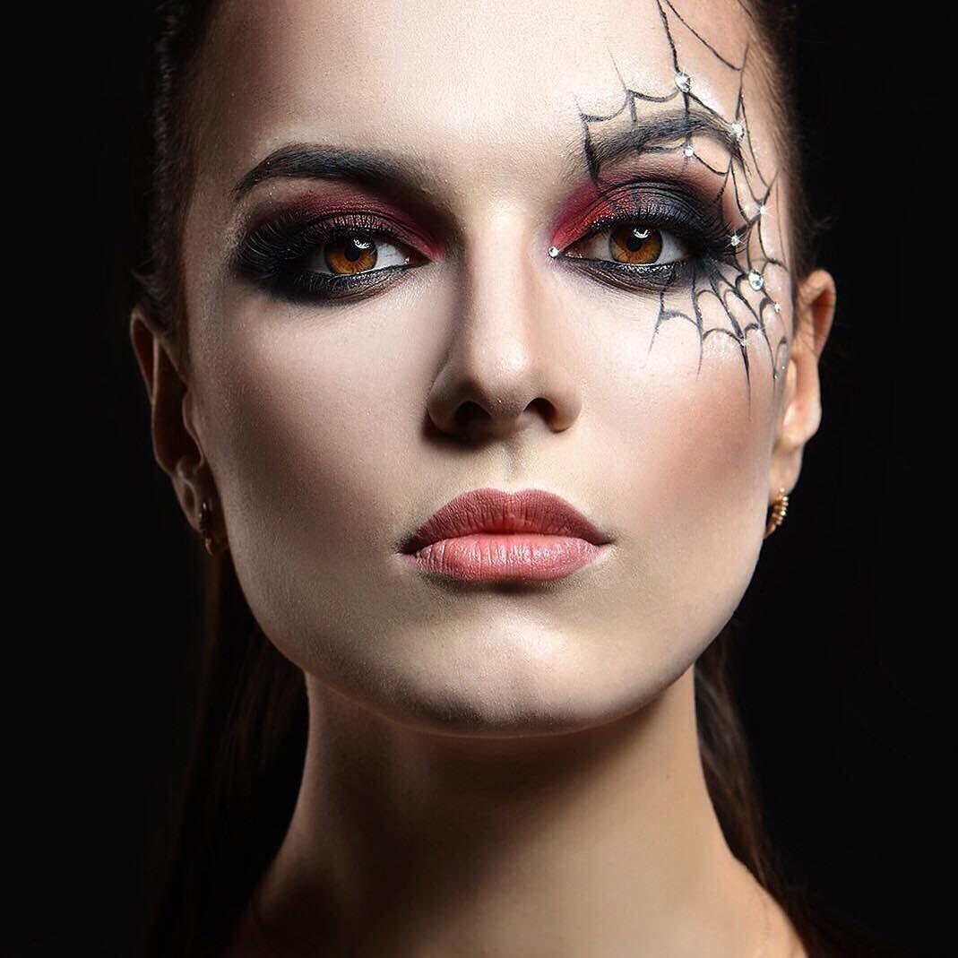 Оформление бровей в макияже на Хэллоуин