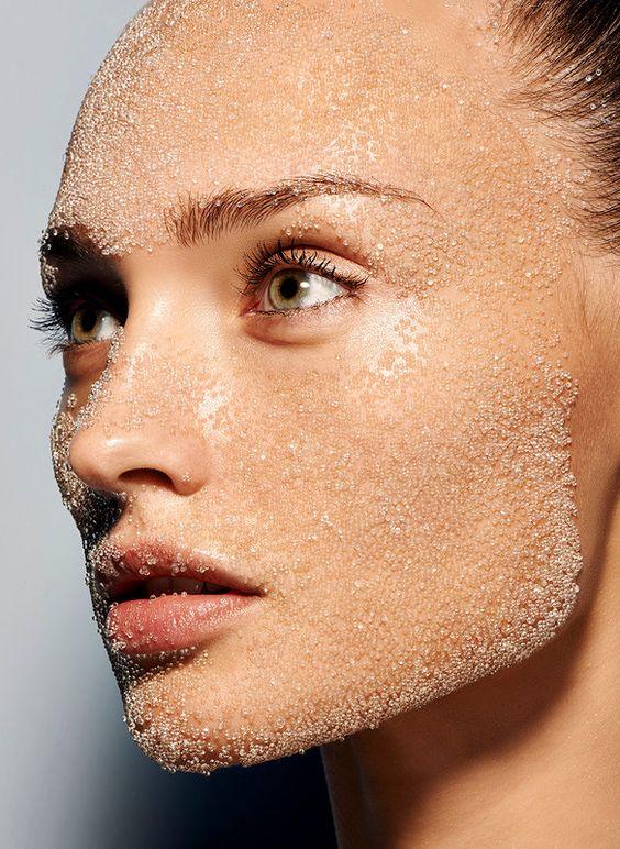 Что делать, если шелушится кожа: полезные лайфхаки для решения проблемы