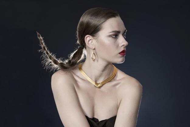 Астрологи назвали знаки зодиака, которым нельзя носить золото