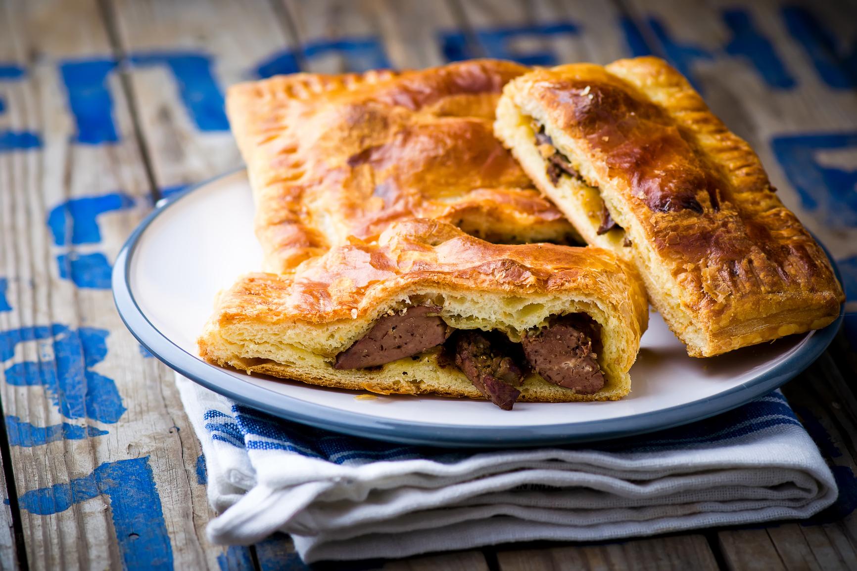 Пирог с курицей из слоеного дрожжевого теста рецепт