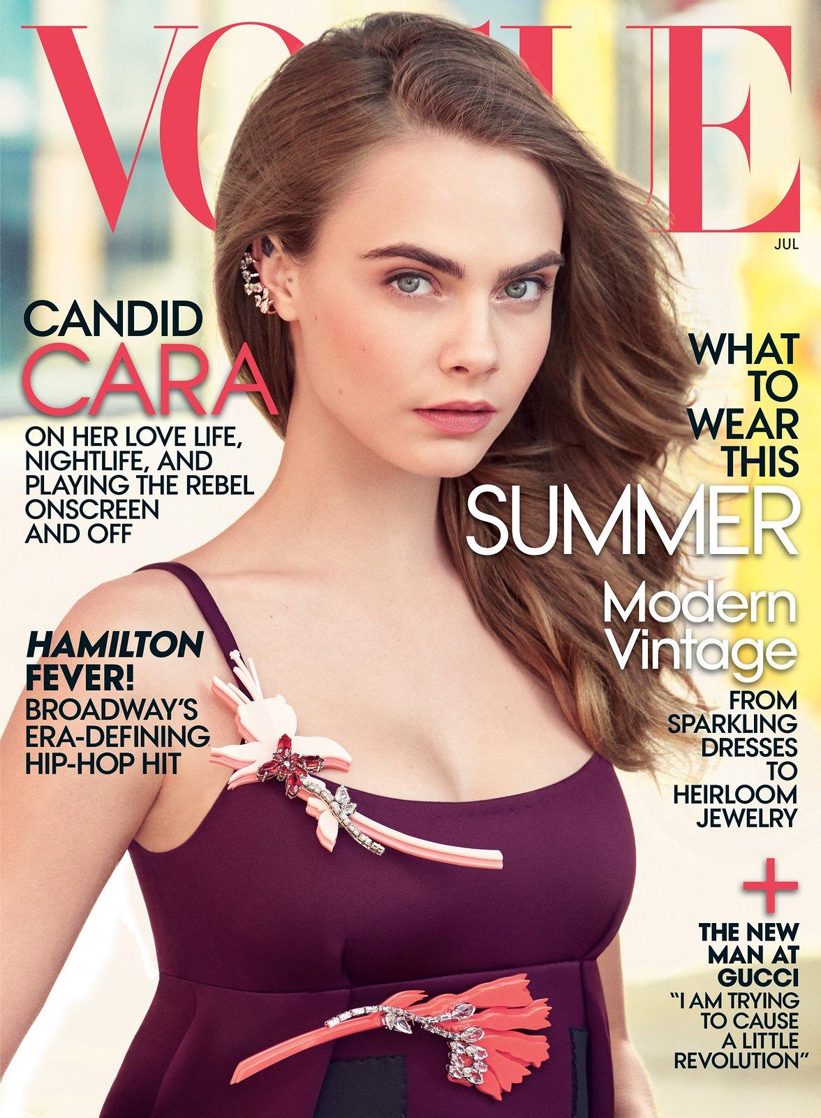 Модель Кара Делевинь украсила обложку Vogue