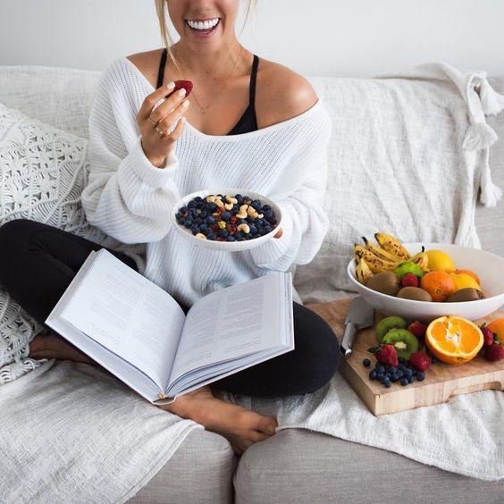 Диетолог объяснила, как еда влияет на состояние ЖКТ