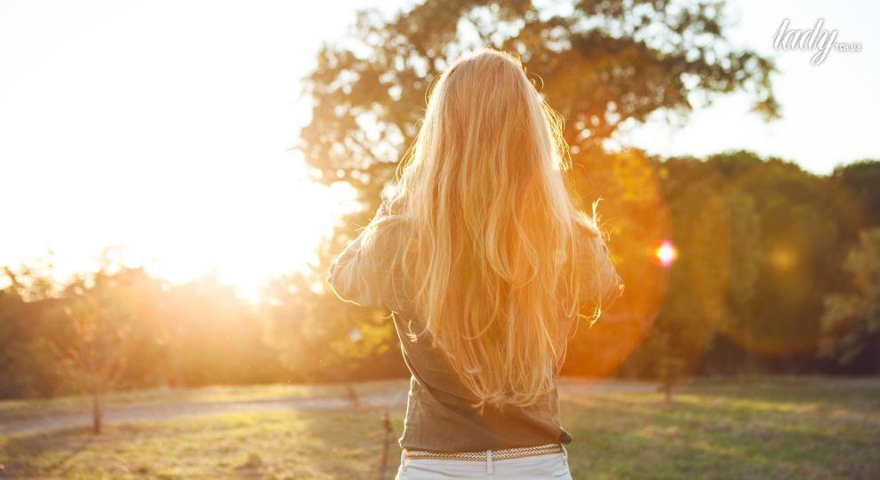 Полезно ли  солнце для волос: рассказывает трихолог