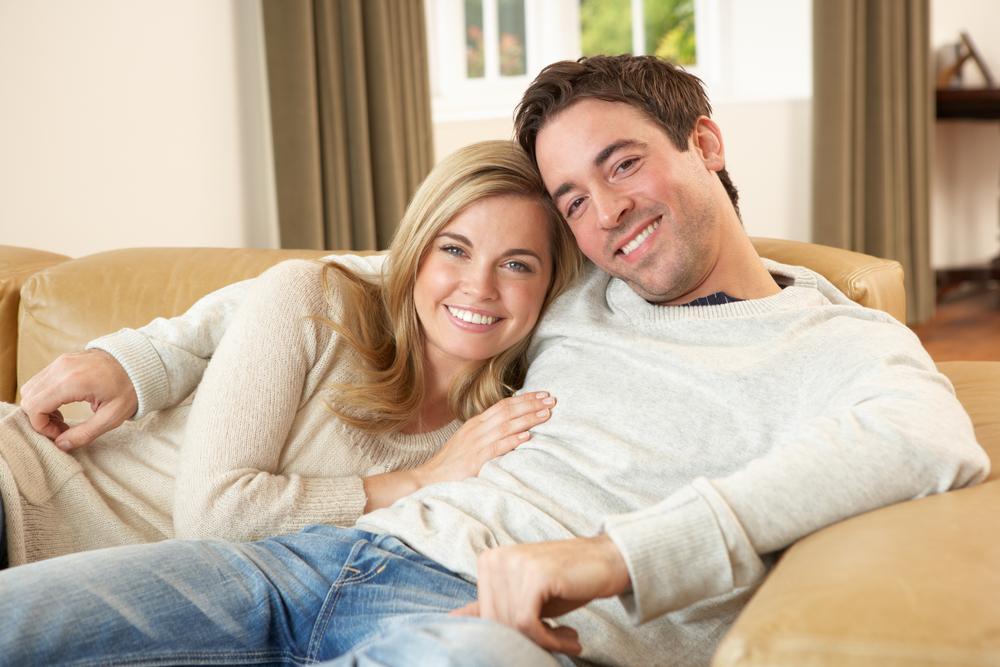 фото мужа и жены в сарае