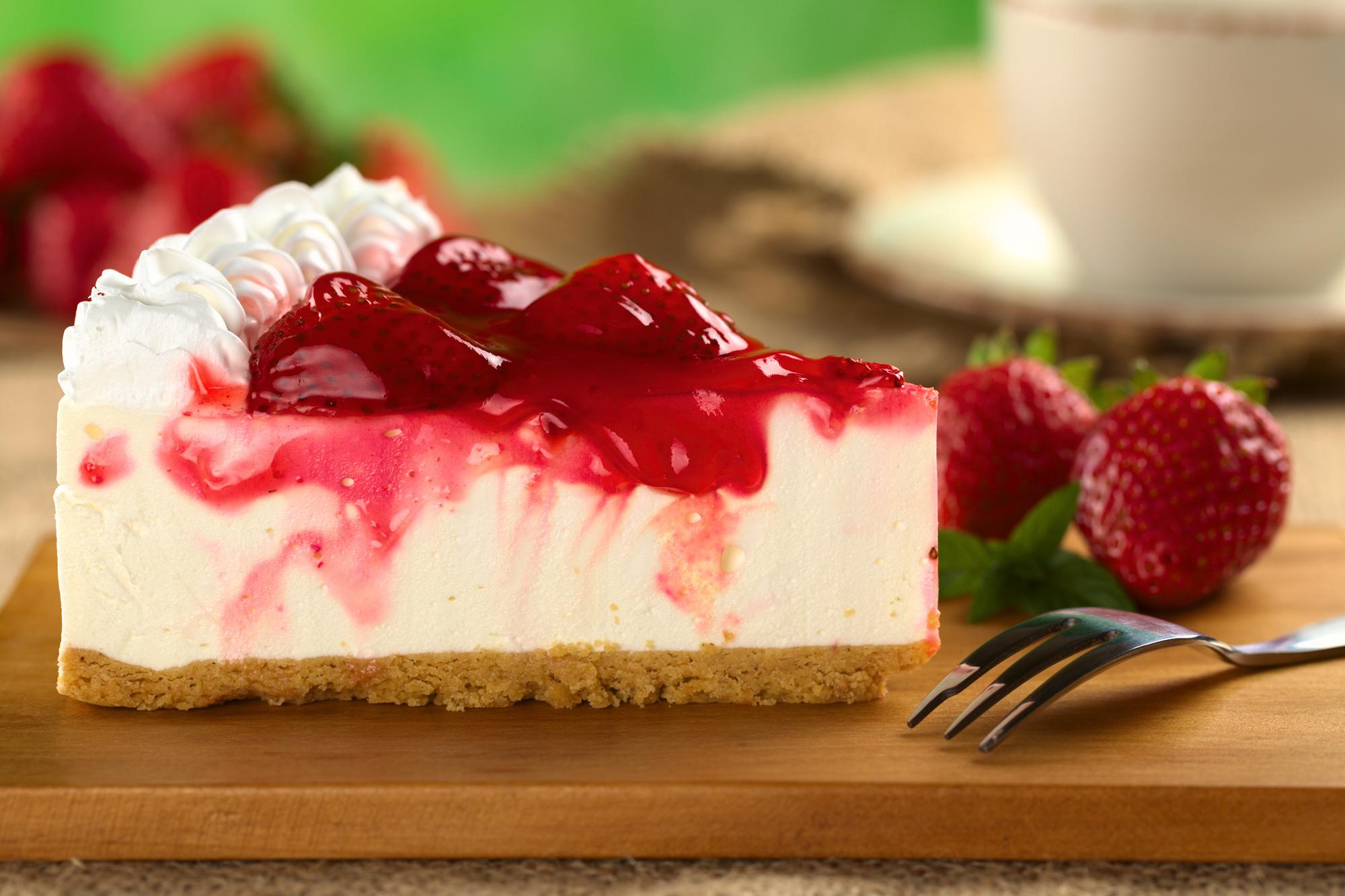 Летний  десерт: чизкейк с клубничным муссом